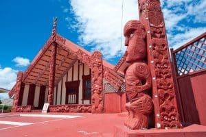 Découvrez la culture Maori avec les Maraes en Nouvelle-Zélande.