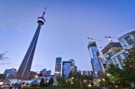 Baladez-vous dans un parc en plein cœur du downtown de Toronto au Canada.
