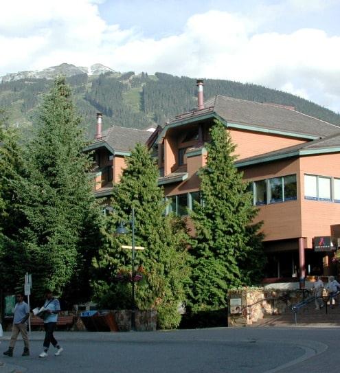 Au Canada, vous pouvez réaliser un Permis Vacances Travail et apprendre l'anglais dans une école de langue à Whistler.