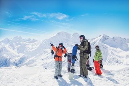 Que vous fassiez du ski ou du snowboard, le canada est l'idéal pour un PVT à la montagne.