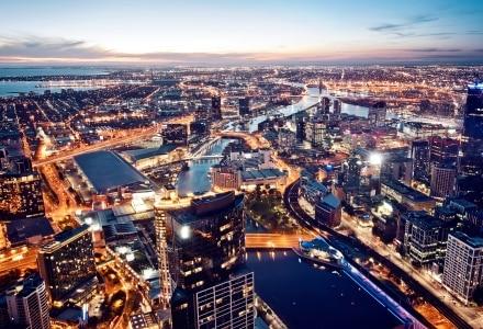 Melbourne la nuit dans le quartier Victoria