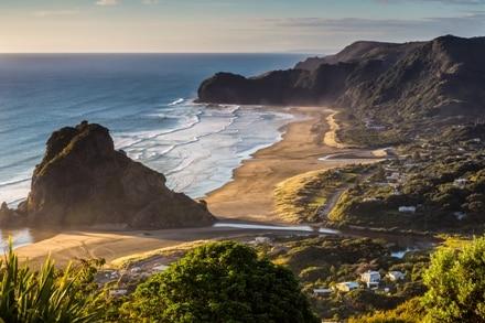 Piha Beach se trouve non loin de Auckland en Nouvelle-Zélande.