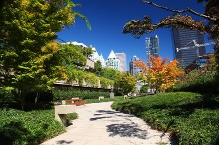 Robson Square est un lieu calme en plein coeur de Vancouver.