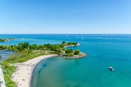 Profitez de la la plage l'été au Canada lors de votre PVT à Scarborough bluffs Toronto.