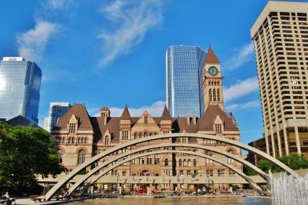 A Toronto le City Hall est au centre de la ville