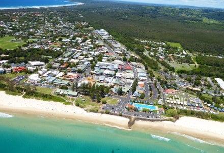 La ville de Byron Bay est prisée des touristes en VVT